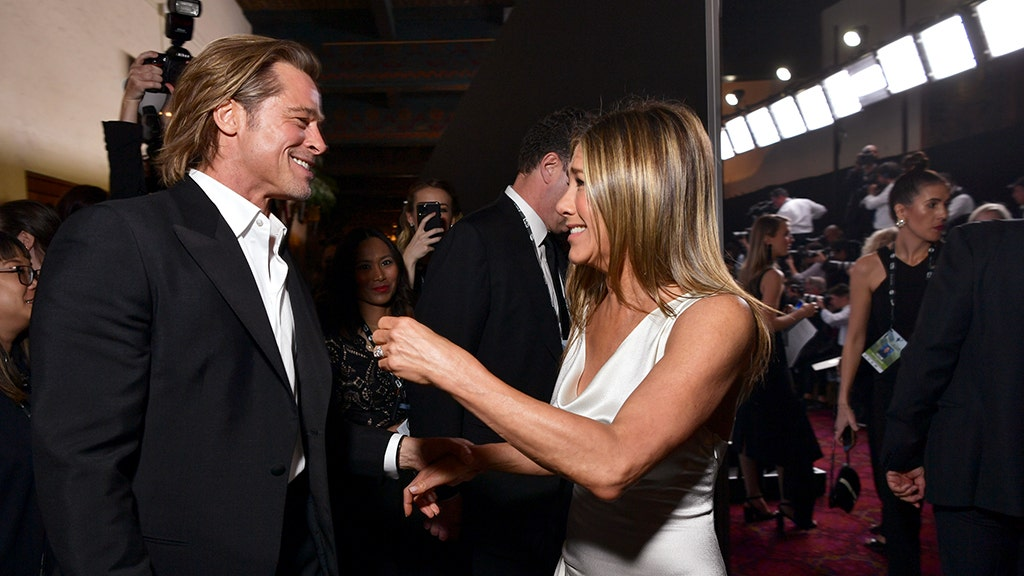 SEE IT: Photo of Pitt, Aniston at SAG Awards sets internet's heart aflutter