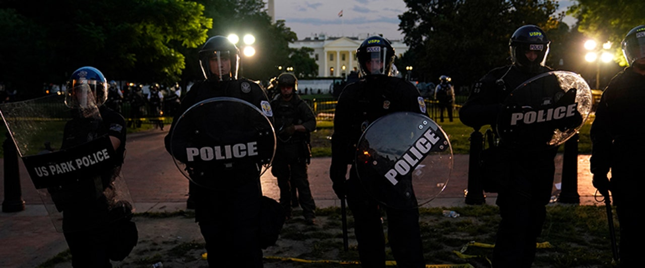 cops barricade