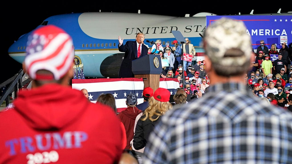 Secret Service, FBI arrest armed people with strange items near Trump rally