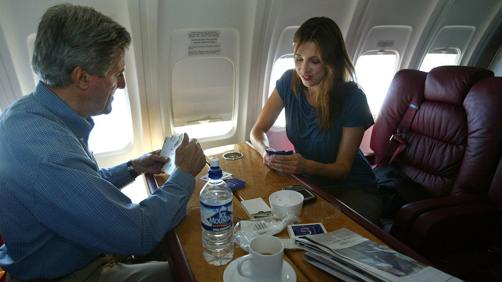 John Kerry lectures America as his family flies carbon-belching private jet