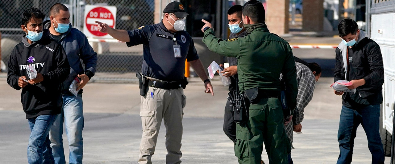 Biden locks media out of border operation amid spiraling crisis – reporters look in from Mexico