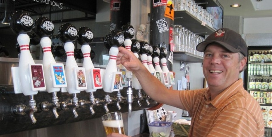 David Thibodeau pouring a beer at Ska Brewing Co.