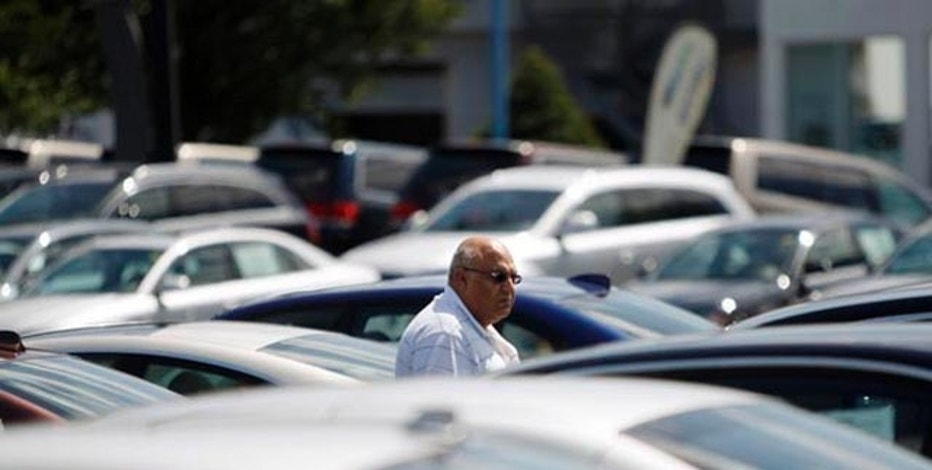A potential car buyer looks at vehicles on a lot in Silver Spring, Maryland, September 1, 2009. U.S. auto sales boomed in August as consumers burned through $3 billion in government incentives, leaving automakers to contend with both inventory shortages and uncertain demand in the months ahead. REUTERS/Jason Reed   (UNITED STATES TRANSPORT BUSINESS)