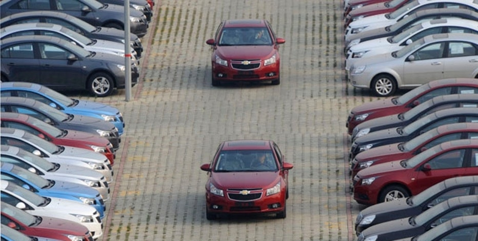 General Motors auto dealership employees drive brand new Chevrolet cars at a parking lot in Shenyang, Liaoning province, November 7, 2009. China, which overtook the United States as the world's No. 1 auto market in January, sold 923,154 cars last month, 79.6 percent more than a year earlier, state media reported on Saturday. Picture taken November 7, 2009. REUTERS/Sheng Li (CHINA TRANSPORT BUSINESS)