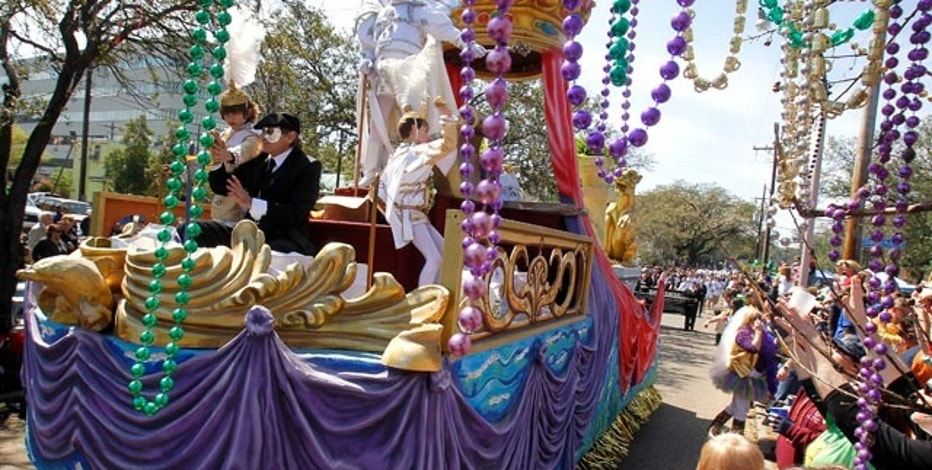 Members of the Krewe of Okeanos throw beads to revelers as they ride down St. Charles Avenue the weekend before Mardi Gras Day in New Orleans, Louisiana March 6, 2011.REUTERS/Sean Gardner (UNITED STATES - Tags: SOCIETY)