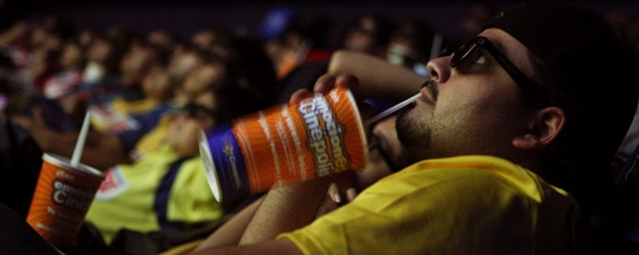"""A man watches a soccer match through 3-D glasses at the launch screening of """"El Clasico"""", a film about the famed rivalry between Mexican soccer powerhouses Chivas de Guadalajara and Club America, in a theatre in Mexico City, October 25, 2009. RealD has partnered with Televisa and Sony de Mexico for the live event broadcasts, which will be held at Cinepolis theatres in Mexico, and a private screening at the AMC Burbank Town Center 6 in the United States. REUTERS/Daniel Aguilar (MEXICO SPORT SOCCER SOCIETY SCI TECH)"""