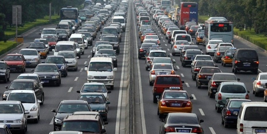Vehicles wait during a traffic jam along a major thoroughfare in Beijing August 10, 2007. The Chinese capital will hold a test drill for keeping cars off the road during its 2008 Olympic Games, a crucial hurdle for the city beset by pollution and traffic jams, officials announced on Friday. Between Aug. 17 and 20, about 1.3 million of the city's 3 million vehicles will be ordered off the streets each day depending on whether licence plates end in an odd or even number.  REUTERS/Claro Cortes IV   (CHINA)