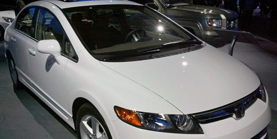 The 2006 Honda Civic, which was named 2006 North American Car of the Year, is displayed at a media preview of the North American International Auto Show in Detroit, Michigan January 9, 2006. Honda Motor Corp. swept the top honors at the Detroit auto show on Sunday as its all-new Civic and first-ever pickup, the Ridgeline, were voted car and truck of the year by a panel of automotive writers. REUTERS/J.P. Moczulski