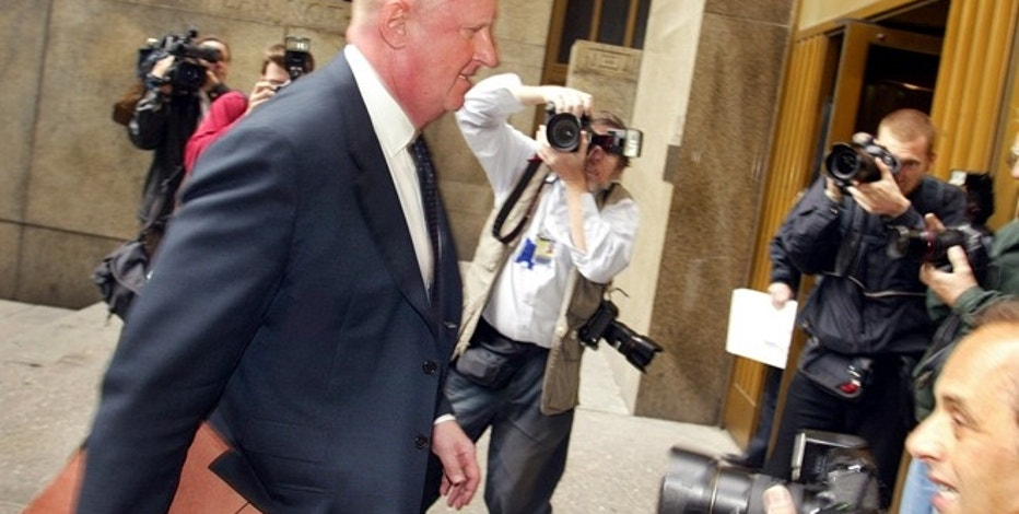 Former Tyco Chairman Dennis Kozlowski (L) arrives at State Supreme Court in New York June 2, 2005. A judge on May 31, 2005 delayed jury deliberations in the trial of two top former Tyco executives accused of dipping into company coffers and looting $150 million from the conglomerate over four years. Kozlowski, 58, and Mark Swartz, 44, former finance chief at the company, are on trial in N.Y. State Supreme Court on charges of grand larceny, securities fraud, falsifying business records, conspiracy and other crimes stemming from the huge bonuses and other compensation they received from Tyco. REUTERS/Shannon Stapleton REUTERS   SS - RTRD71P