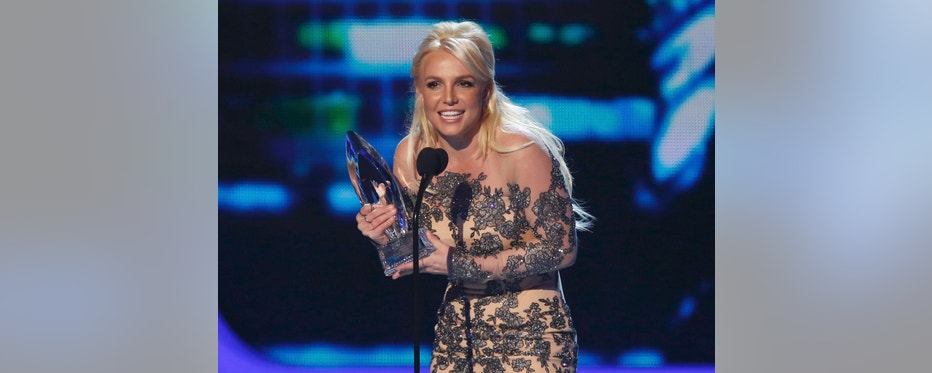 Britney Spears accepts the award for favorite pop artist at the 2014 People's Choice Awards in Los Angeles, California January 8, 2014.     REUTERS/Mario Anzuoni (UNITED STATES  - Tags: ENTERTAINMENT)   (PEOPLESCHOICE-SHOW)