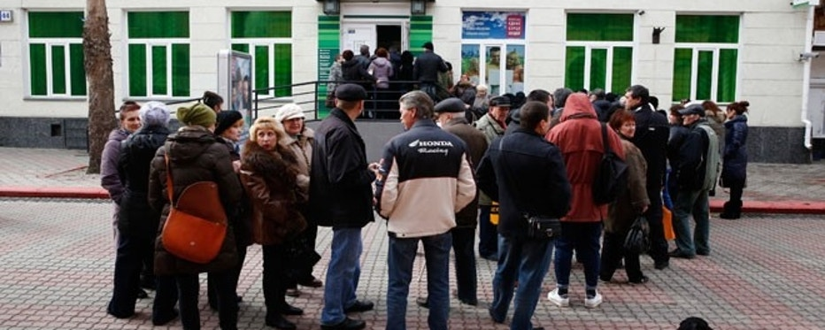 Local residents queue outside a bank in the Crimean city of Kerc