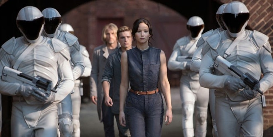 Haymitch Abernathy (Woody Harrelson, left), Peeta Mellark (Josh Hutcherson, center), Katniss Everdeen (Jennifer Lawrence, right) in THE HUNGER GAMES: CATCHING FIRE.