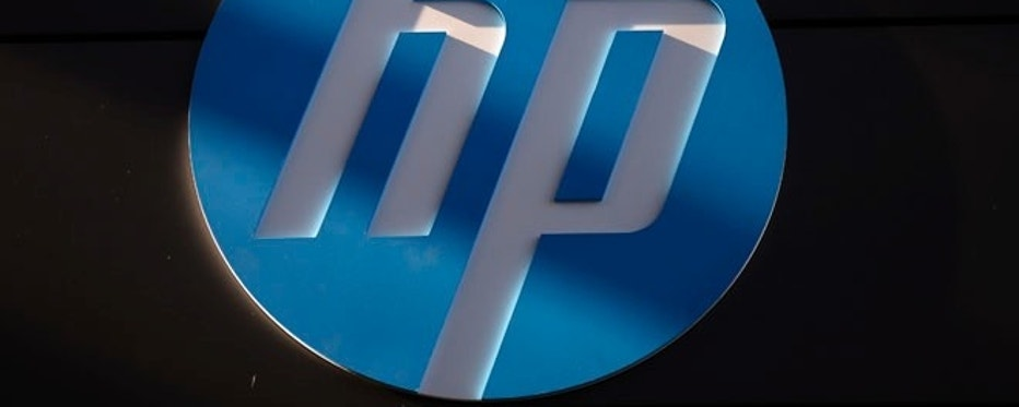 A Hewlett-Packard logo is seen at the company's Executive Briefing Center in Palo Alto, California January 16, 2013. REUTERS/Stephen Lam (UNITED STATES - Tags: BUSINESS SCIENCE TECHNOLOGY LOGO) - RTR3CJJC