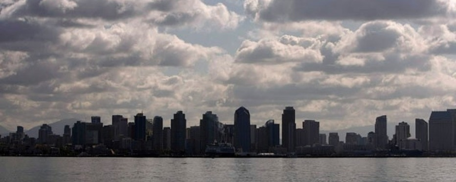 The skyline of San Diego, California is shown under blue sky and clouds March 6, 2009.    REUTERS/Mike Blake  (UNITED STATES)