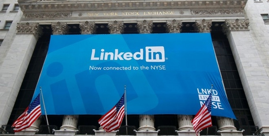A banner announcing Linkedin Inc. listing on the New York Stock Exchange hangs on the face of the building in New York, May 19, 2011.  REUTERS/Mike Segar  (UNITED STATES - Tags: BUSINESS) - RTR2MMFR