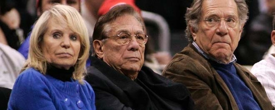 Los Angeles Clippers owner Donald Sterling (C), his wife Shelly (L) and actor George Segal attend the NBA basketball game between the Toronto Raptors and the Los Angeles Clippers at the Staples Center in Los Angeles, December 22, 2008. REUTERS/Danny Moloshok (UNITED STATES) - RTR22SUE