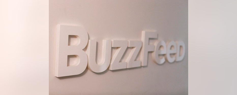 The BuzzFeed logo is seen outside their offices in New York February 19, 2013. The news website BuzzFeed was started by Jonah Peretti in 2006. It has skyrocketed in the  popularity of media watchers for its innovative mix of news and advertising, including a mix of high-and low-brow content, photos driven by social media and sponsored stories.REUTERS/Shannon Stapleton (UNITED STATES - Tags: BUSINESS LOGO) - RTR3DZZI