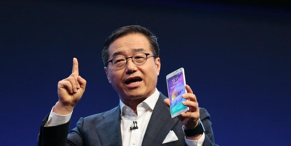 DJ Lee,  Executive Vice President of Samsung,  presents a Samsung Galaxy Note 4 during an unpacked event of Samsung ahead of the consumer electronic fair IFA in Berlin, Wednesday, Sept. 3, 2014. (AP Photo/Markus Schreiber)