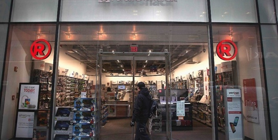 A RadioShack store is pictured in the Manhattan borough of New York January 15, 2015. REUTERS/Carlo Allegri