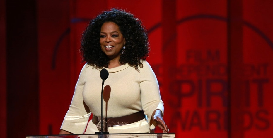 """Entertainer and producer Oprah Winfrey arrives to introduce a clip from her Best Feature nominated film """"Selma"""" at the 2015 Film Independent Spirit Awards in Santa Monica, California February 21, 2015. REUTERS/Adrees Latif (UNITED STATES - Tags:ENTERTAINMENT) (SPIRITAWARDS-SHOW) - RTR4QKDG"""