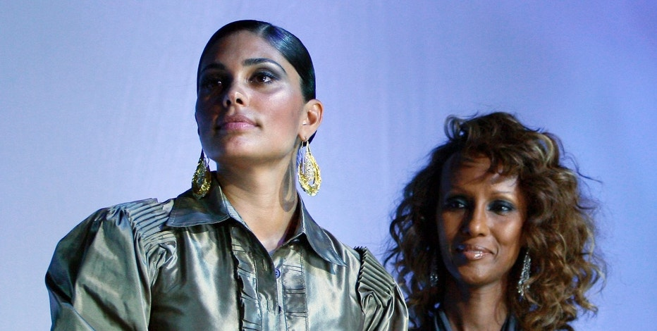 Designer Rachel Roy (L) receives the award for her outstanding contribution to U.S. fashion from model Iman at the 2006 Bollywood Fashion Awards at Roseland Ballroom in New York City July 29, 2006.  REUTERS/Peter Foley   (UNITED STATES) - RTR1FXZ5