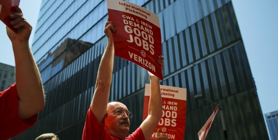 Verizon workers take part in a rally as they negotiate a union contract in New York, July 25, 2015. REUTERS/Eduardo Munoz