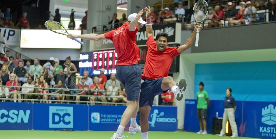 Sam Querrey (l) and Leander Paes (r) of the Washington Kastles celebrate during a 2015 World TeamTennis match.