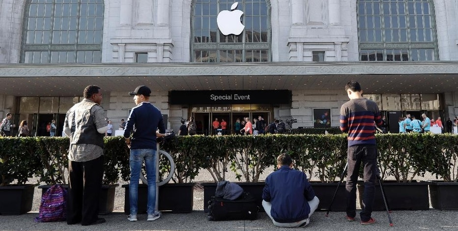 People wait to enter the auditorium before an event to announce new Apple products, Wednesday, Sept. 7, 2016, in San Francisco. (AP Photo/Marcio Jose Sanchez)