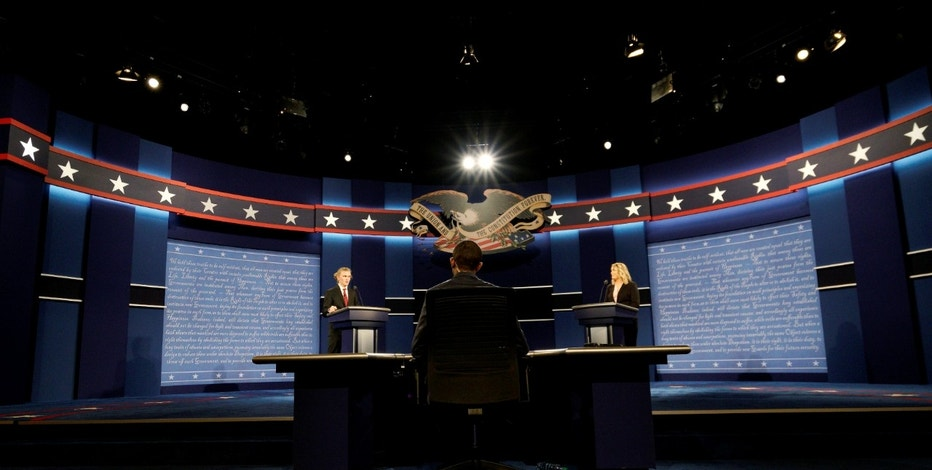 Hostra University students playing the roles of the candidates and moderator go through a rehearsal for the first U.S. presidential debate at Hofstra University in Hempstead, New York September 25, 2016. Left to right are Joseph Burch, Christian Stewart and Caroline Mullen. REUTERS/Rick Wilking - RTSPCTC