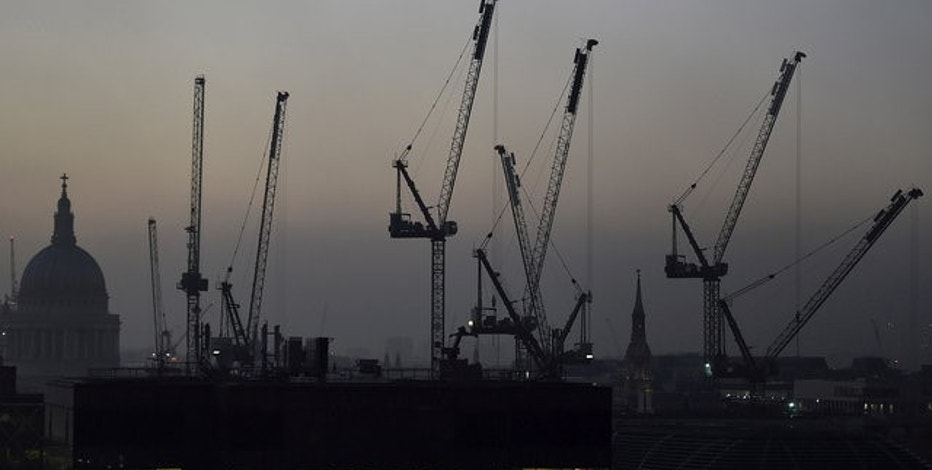 Offices and construction cranes are seen on the skyline in London, Britain, November 2, 2015. REUTERS/Toby Melville/File Photo