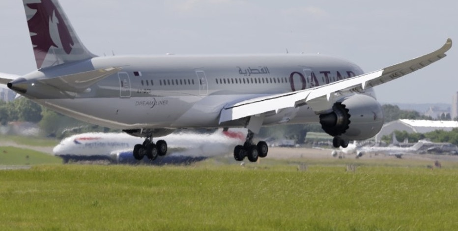 A Qatar Airways Boeing 787 Dreamliner lands at Le Bourget airport near Paris, June 16, 2013. REUTERS/Pascal Rossignol