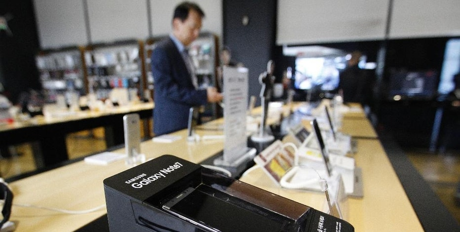 A powered-off Samsung Electronics Galaxy Note 7 smartphone is displayed at a mobile phone shop in Seoul, South Korea, Tuesday, Oct. 11, 2016. Samsung Electronics said Tuesday that it is ending the Galaxy Note 7 smartphone production permanently, a day after it halted global sales of the star-crossed devices. (AP Photo/Ahn Young-joon)