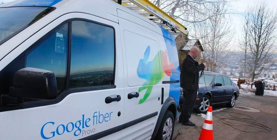 A technician gets cabling out of his truck to install Google Fiber in a residential home in Provo, Utah, U.S. January 2, 2014.  REUTERS/George Frey/File Photo
