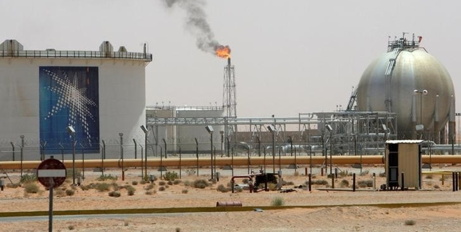A gas flame is seen in the desert near the Khurais oilfield, Saudi Arabia June 23, 2008. REUTERS/Ali Jarekji/File Photo