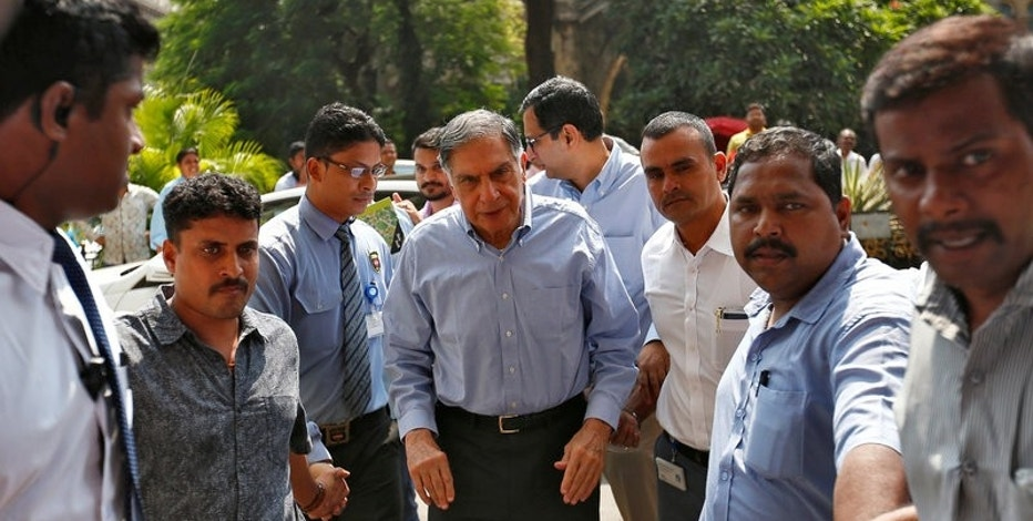 Tata Sons Chairman Ratan Tata (C) arrives in his office after attending a meeting at the company's head office in Mumbai, India, October 25, 2016. REUTERS/Danish Siddiqui