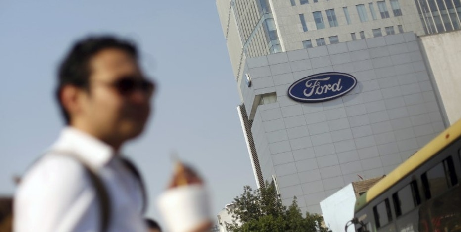 The logo of Ford is pictured near a sales store of the automaker in Mexico City, Mexico, April 5, 2016.  REUTERS/Edgard Garrido/File Photo