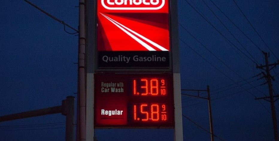 A Conoco gasoline station in St. Louis, Missouri January 14, 2015.    REUTERS/Kate Munsch/File Photo