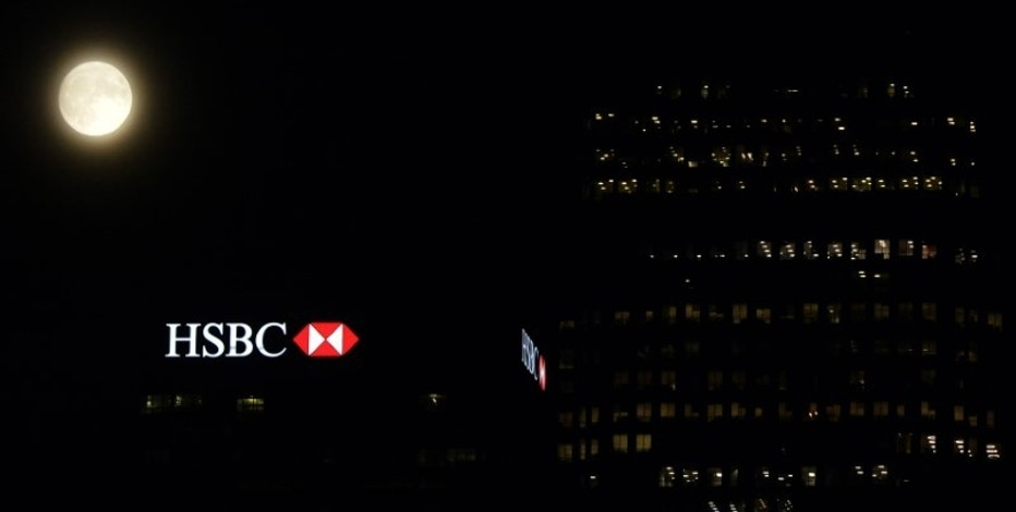 "The moon rises over the HSBC building in the Canary Wharf financial district of London, a day before the ""supermoon"" spectacle, in London, Britain November 13, 2016.   REUTERS/Hannah McKay"