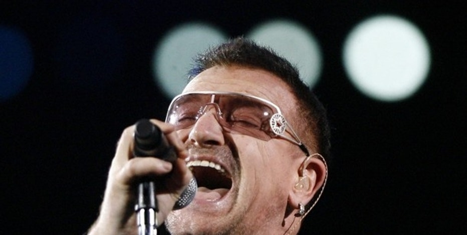 Lead singer Bono of the rock band U2 performs during a concert at Rose Bowl in Pasadena, California October 25, 2009.  REUTERS/Mario Anzuoni   (UNITED STATES ENTERTAINMENT)