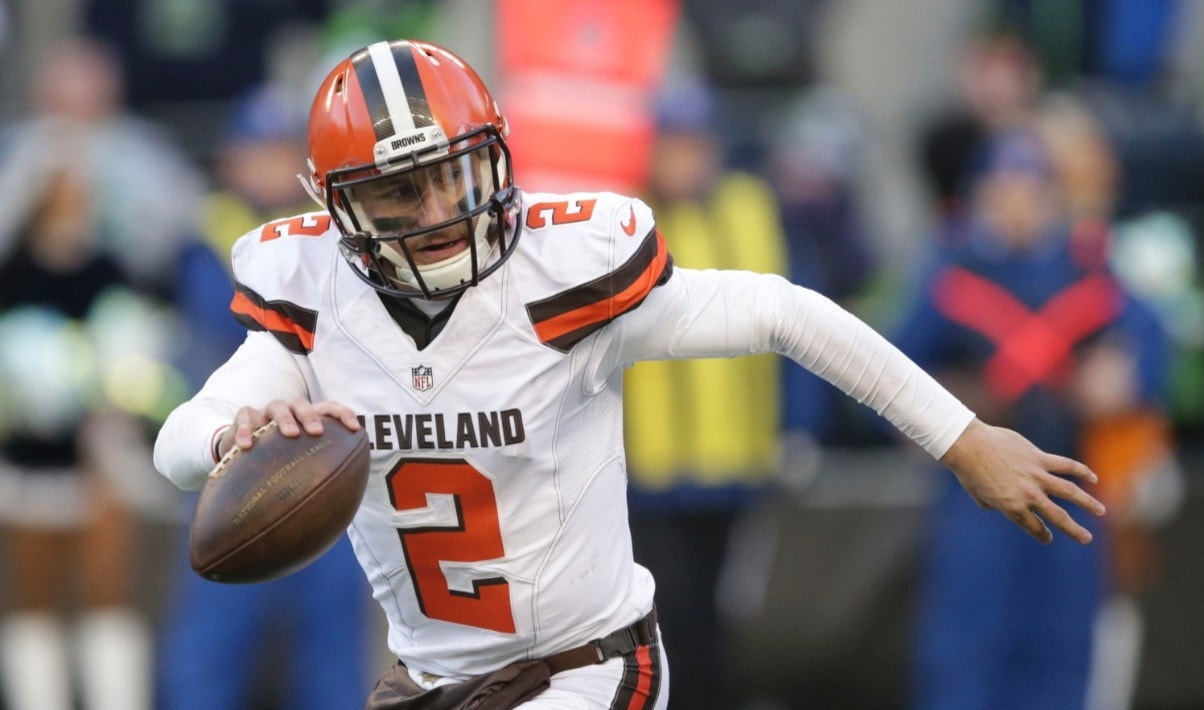 Dc5m United States Criminal In English Created At 2017 01 12 0039 Swandal Swallow Johnny Manziel The Troubled Nfl Quarterback Is Now Charging Fans For Selfies Continue Reading Below A 2012 Heisman Trophy Winner Who Fell From