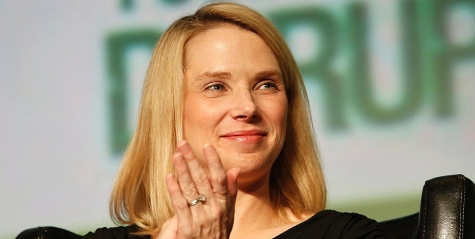 Yahoo! Chief Executive Marissa Mayer claps during a Startup Battlefield session at TechCrunch Disrupt SF 2012 at the San Francisco Design Center Concourse in San Francisco, California September 12, 2012. REUTERS/Stephen Lam (UNITED STATES - Tags: BUSINESS SCIENCE TECHNOLOGY) - RTR37WLG