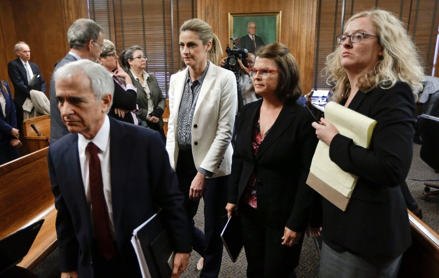 Sportscaster and television host Erin Andrews, center, leaves the courtroom during a recess Thursday, March 3, 2016, in Nashville, Tenn. Andrews has filed a $75 million lawsuit against the franchise owner and manager of a luxury hotel and a man who admitted to making secret nude recordings of her in 2008.