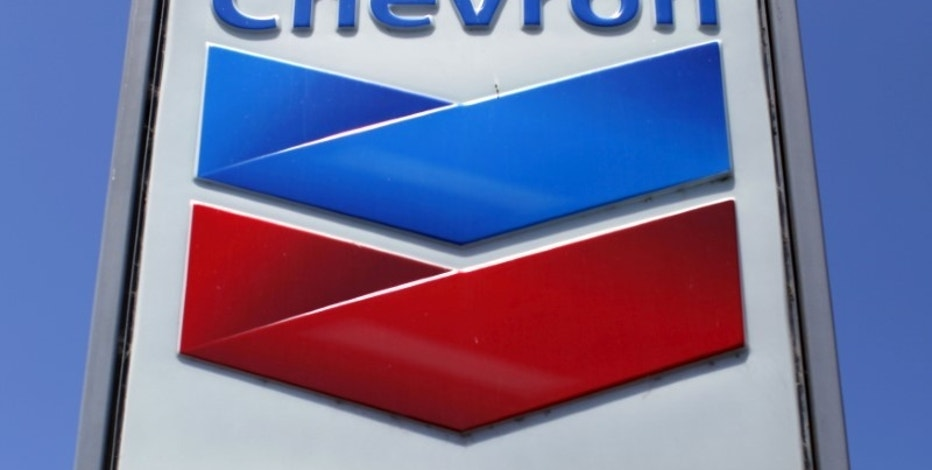 A Chevron gas station sign is seen in Del Mar, California, in this April 25, 2013 file photo. REUTERS/Mike Blake/File Photo