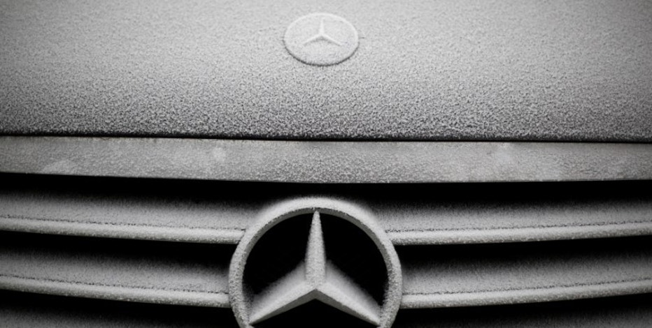 Snowflakes are seen on the grille badge of a Mercedes-Benz car in Warsaw, Poland December 17, 2016. REUTERS/Kacper Pempel
