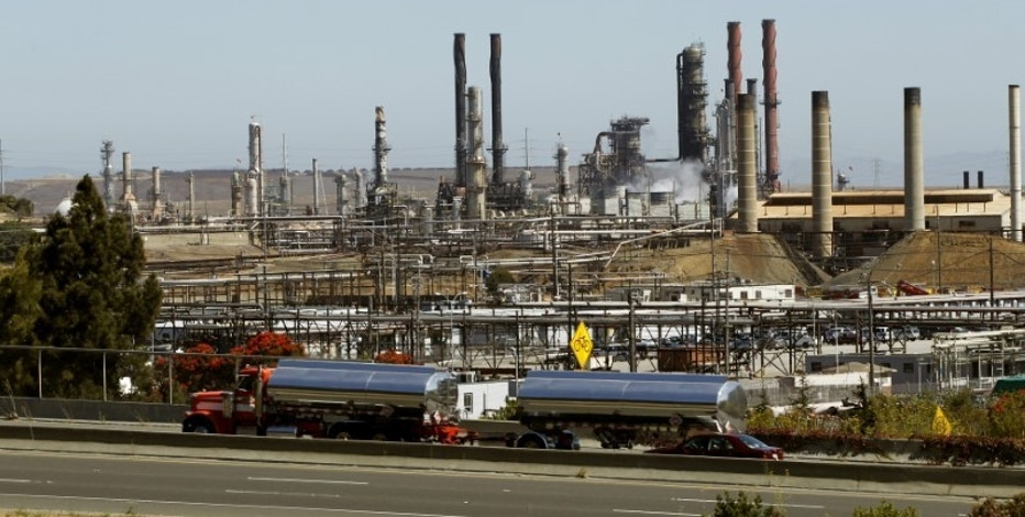 Chevron Corp's refinery is shown in Richmond, California August 7, 2012.  REUTERS/Robert Galbraith/File Photo