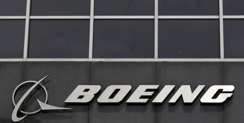 The Boeing logo is seen at their headquarters in Chicago, in this April 24, 2013 file photo. REUTERS/Jim Young/Files