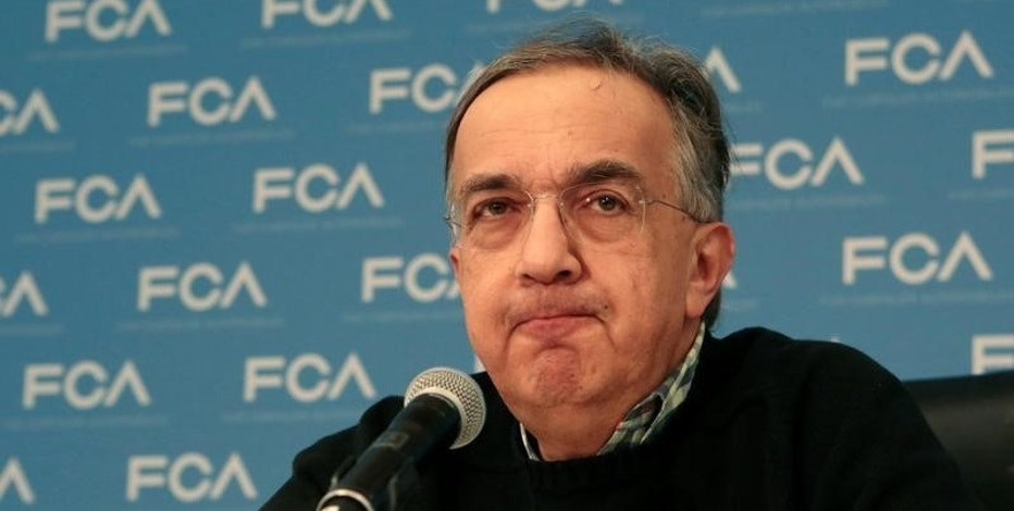 FILE PHOTO: Fiat Chrysler Automobiles CEO Sergio Marchionne speaks next to the Utility Vehicle of the Year award given for the Chrysler Pacifica during the North American International Auto Show in Detroit, Michigan, U.S., January 9, 2017.  REUTERS/Rebecca Cook/File Photo