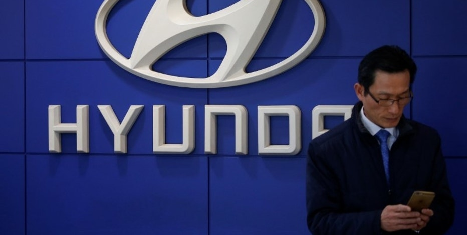 The logo of Hyundai Motor is seen at its dealership in Seoul, South Korea, December 15, 2016. Picture taken December 15, 2016.   REUTERS/Kim Hong-Ji