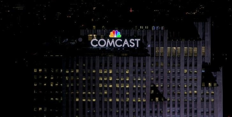 FILE PHOTO -  The NBC and Comcast logo are displayed on top of 30 Rockefeller Plaza, formerly known as the GE building, in midtown Manhattan in New York July 1, 2015.   REUTERS/Brendan McDermid/File Photo