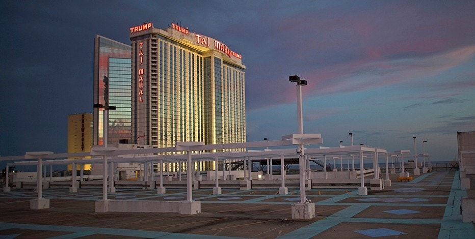 The illuminated Trump Taj Mahal Casino is seen from an empty rooftop parking lot at dusk in Atlantic City, New Jersey, U.S. October 24, 2014.   REUTERS/Mark Makela/File Photo - RTSKWVM